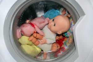 Reinigung und Pflege von Puppen